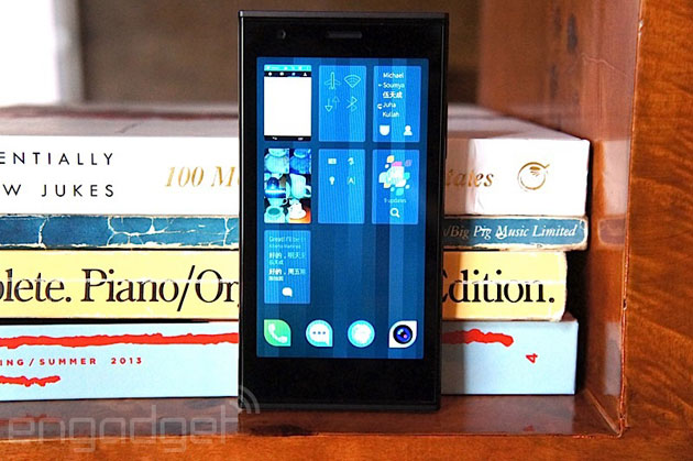 jolla-phone-bookshelf Rusya Kendi Mobil İşletim Sistemini Geliştiriyor